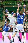Leipzigs Aivis Jurdzs (Nr.7) im Zweikampf mit BHCs Max Darj (Nr.05)  im Spiel der Handballliga, Bergischer HC - SC DHFK Leipzig.<br /> <br /> Foto &copy; PIX-Sportfotos *** Foto ist honorarpflichtig! *** Auf Anfrage in hoeherer Qualitaet/Aufloesung. Belegexemplar erbeten. Veroeffentlichung ausschliesslich fuer journalistisch-publizistische Zwecke. For editorial use only.