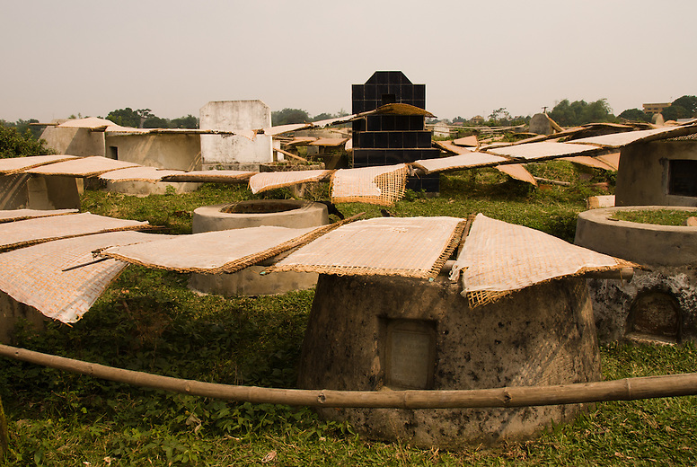 Every part of the village of Tho ha is devoted to drying rice paper...event the cemetery.  At one time Vietnam didn't produce enough rice to feed itself, but with the introduction of the free market they've soared to become one of the top exporters in the world.