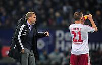 USSBALL   1. BUNDESLIGA    SAISON 2012/2013    10. Spieltag   Hamburger SV - FC Bayern Muenchen                    03.11.2012 Trainer Thorsten Fink (li) und Maximilian Beister (re, beide Hamburger SV)
