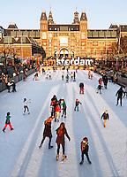 Schaatsbaan op het Museumplein in Amsterdam