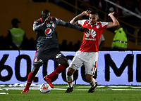 BOGOTA - COLOMBIA - 28 - 01 - 2018: Jose Moya (Der.) jugador de Independiente Santa Fe, salta a disputar el balón con Cristian Martinez Borja (Izq.) jugador de America de Cali, durante partido entre Independiente Santa Fe y America de Cali, por el Torneo Fox Sports 2018, jugado en el estadio Nemesio Camacho El Campin de la ciudad de Bogota. / Jose Moya (R) player of Independiente Santa Fe jumps to vies for the ball with Cristian Martinez Borja (L) player of America de Cali, during a match between Independiente Santa Fe y America de Cali, for the Fox Sports Tournament 2018, played at the Nemesio Camacho El Campin stadium in the city of Bogota. Photo: VizzorImage / Luis Ramirez / Staff.