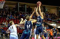 GRONINGEN - Basketbal, Donar - Weert, Dutch Baketball League, seizoen 2018-2019, 07-10-2018, Donar speler Tim Hoeve reikt het hoogst