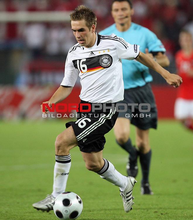 UEFA Euro 2008 Group B Match 20 Wien - Ernst-Happel-Stadion. &Ouml;sterreich ( AUT ) - Deutschland ( GER ) 0:1 (0:0). <br /> Philipp Lahm ( Germany / Verteidiger / Defender / Bayern Muenchen #16 ) am Ball.<br /> Foto &copy; nph (  nordphoto  )