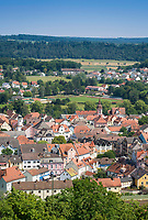 Deutschland, Bayern, Mittelfranken, Naturpark Altmuehltal, Treuchtlingen: Blick ueber die Altstadt | Germany, Bavaria, Middle Franconia, Nature Park Altmuehl Valley, Treuchtlingen: view across Old Town