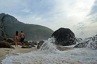 RIO DE JANEIRO, BRASIL - 06 DE JANEIRO - Prainha - Imagens de uma das praias mais reservadas da orla carioca. A Prainha, na zona oeste da cidade, está localizada entre a praia do Recreio e a do Grumari. Cercada por montanhas, sem nenhuma construção na região, a praia é um local preferidos dos surfistas do Rio de Janeiro. (Foto de Mauro Pimentel/News Free)