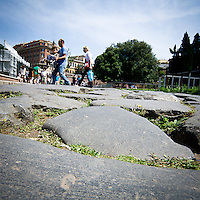 Antica strada romana vicina al Colosseo<br /> Ancient roman road near the Coliseum