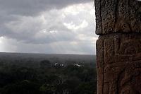 Zona arqueologica de Chichen Itza Zona arqueol&oacute;gica  <br /> Chich&eacute;n Itz&aacute;Chich&eacute;n Itz&aacute; maya: (Chich&eacute;n) Boca del pozo; <br /> de los (Itz&aacute;) brujos de agua.  Es uno de los principales<br /> sitios arqueol&oacute;gicos de la  pen&iacute;nsula de Yucat&aacute;n,<br />  en M&eacute;xico, ubicado en el municipio de Tinum.<br /> *Photo:&copy;Francisco*Morales/DAMMPHOTO.COM/NORTEPHOTO** No * sale * a * third *