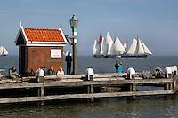 Pieperrace  in Volendam. Zeilwedstrijd met historische  zeilschepen