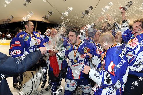 2011-02-05 / ijshockey / seizoen 2010-2011 / Finale Beker van België 2011 / Turnhout viert de bekerwinst..Foto: mpics