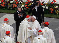 Papa Francesco saluta alcuni cardinali al termine di una messa per la conclusione del Giubileo della Misericordia, in Piazza San Pietro, Citta' del Vaticano, 20 novembre 2016.<br /> Pope Francis greets some cardinals at the end of a Mass for the conclusion of the Jubilee of Mercy, in St. Peter's Square at the Vatican, 20 November 2016.<br /> UPDATE IMAGES PRESS/Isabella Bonotto<br /> <br /> STRICTLY ONLY FOR EDITORIAL USE