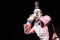 """SÃO PAULO, SP, 10.02.2017 - UNIVERSO-CASUO - A renomada Cia circense do palhaço Marcos Casuo durante o espetáculo """"Universo Casuo Grand Espectacle Du Cirque"""", na noite desta sexta-feira, 10, no Citibank Hall em São Paulo. (Foto: Levi Bianco\Brazil Photo Press)"""