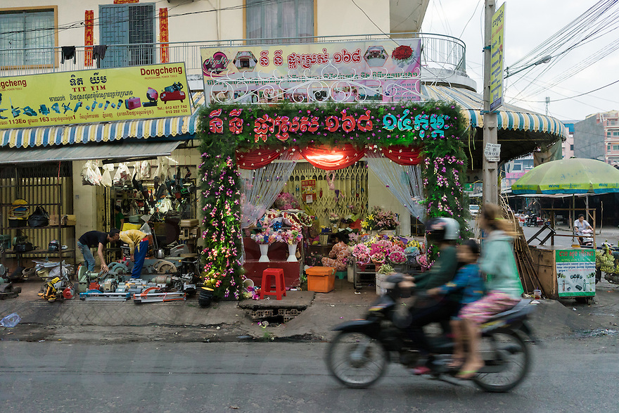 February 14, 2014 - Phnom Penh. Flowers are sold in a shop nearby the Russian Market. © Thomas Cristofoletti / Ruom