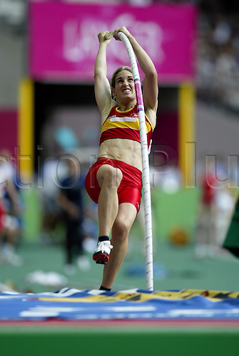August 23, 2003: Pole Vaulter, NAROA AGIRRE (ESP) during her vault, Women's Pole Vault qualifications. World Athletics Championships held at the Stade de France, Paris. Photo: Neil Tingle/action plus...athlete 030823 track and field vaulting
