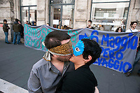 Roma  1 Maggio 2011.Damose da fa'. Semo precari.Manifestazione  di studenti, lavoratori e immigrati che hanno manifestatoo in via del Corso contro i negozi aperti nel giorno della festa dei lavoratori. La manifestazione davanti  al negozio Rinasciente, manifestanti si baciano