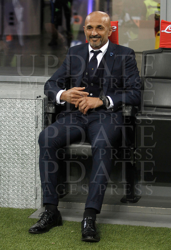 Calcio, Serie A: Milano, stadio Giuseppe Meazza, 15 ottobre 2017.<br /> Inter's coach Luciano Spalletti waits for the start of the Italian Serie A football match between Inter and Milan at Giuseppe Meazza (San Siro) stadium, October15, 2017.<br /> UPDATE IMAGES PRESS/Isabella Bonotto