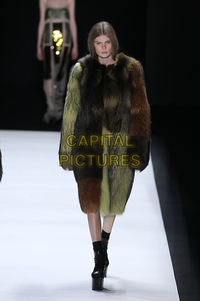 VERA WANG<br /> New York Fashion Week<br /> Ready to Wear<br /> Fall Winter 16/17<br /> in New York, USA February 16, 2015.<br /> CAP/GOL<br /> &copy;GOL/Capital Pictures