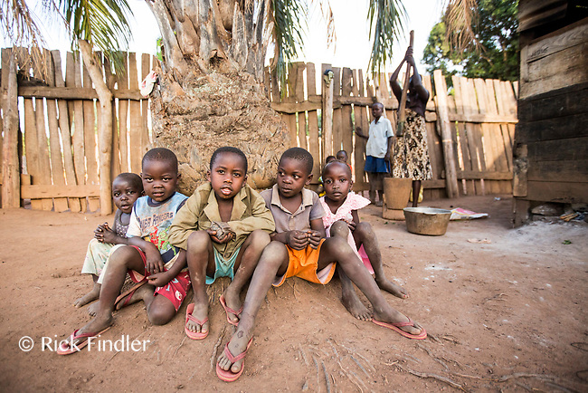 SOUTH SUDAN, Yambio: 17 March 2019 <br /> World Vision South Sudan - Children Associated with Armed Forces and Groups.<br /> From left to right: Minihala 3, Jimmy 4, Steven 6, Noel 5 and Stella 6 pose for a picture at a local home in Yambio. World Vision visits many different communities across South Sudan, offering a wide variety of help and support to locals.