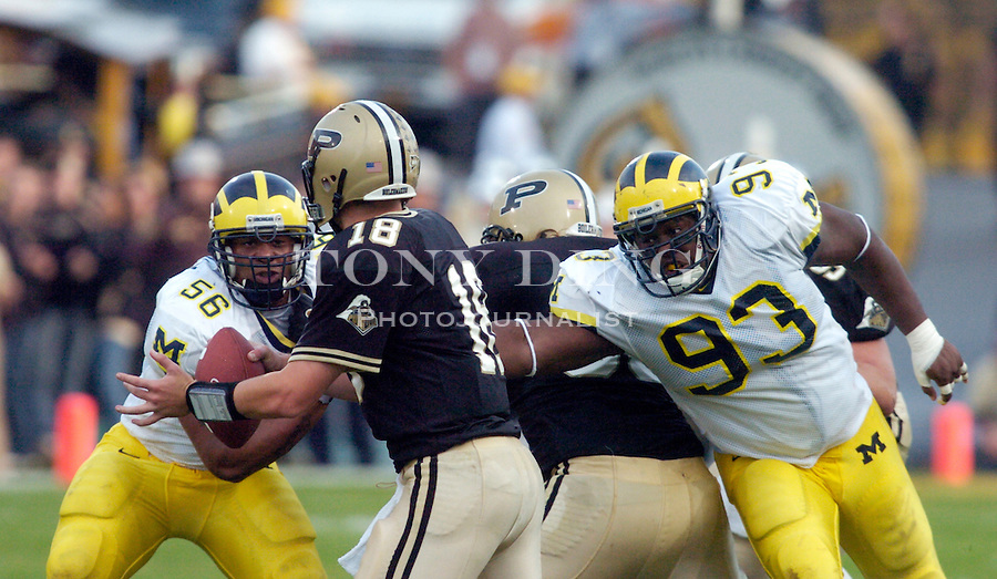 Michigan sophomore outside linebacker LaMarr Woodley (56) and senior defensive tackle Alex Ofili (93) get set to sack Boilers quarterback Kyle Orton (18) during the Wolverines' 16-14 victory over the Purdue Boilermakers on Saturday, October 23, 2004 in at Ross-Ade Stadium in West Lafayette, Ind. (TONY DING/Daily).