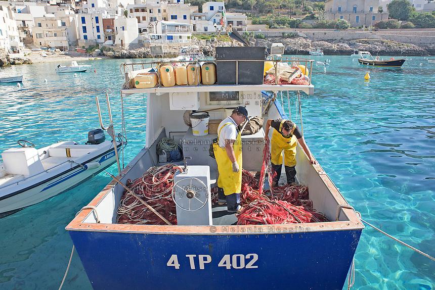 Pescatori di Levanzo nelle Egadi.<br /> Fishermen in Levanzo, Egadi islands in Sicily