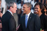 Berlin, Philip D. Murphy, US-Botschafter (l.) begruesst, US-Praesident Barack Obama und seine Frau Michelle, am Dienstag (18.06.13) am Flughafen Tegel in Berlin. Foto: Maja Hitij/CommonLens