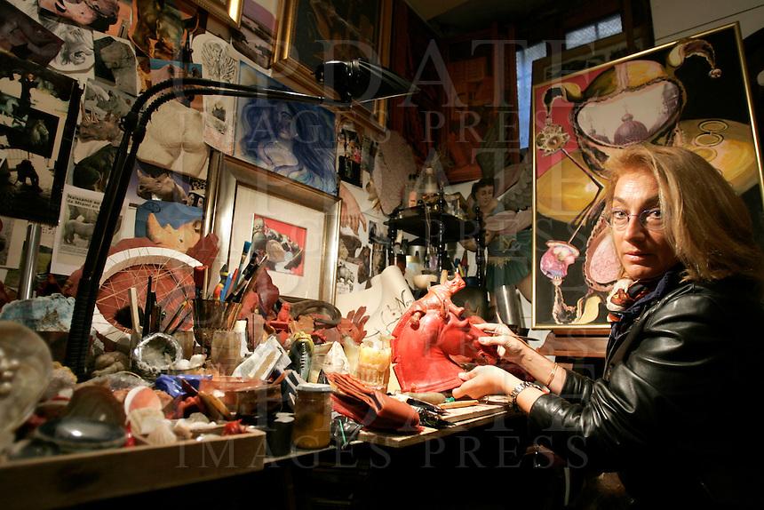 L'artista Gigi Bon al lavoro nel suo studio Mirabilia a Venezia.<br /> Artist Gigi Bon works in her studio Mirabilia in Venice.<br /> UPDATE IMAGES PRESS/Riccardo De Luca