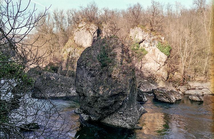 La Forra dell'Adda presso Paderno d'Adda (Lecco). Conglomerati di roccia detta Ceppo dell'Adda --- The Forra dell'Adda (Canyon of Adda river) near Paderno d'Adda. Rocks conglomerates