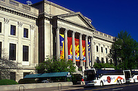 AJ1190, Philadelphia, museum, Pennsylvania, Franklin Institute Science Museum and Fels Planetarium in downtown Philadelphia, Pennsylvania. Tour buses parked outside museum.