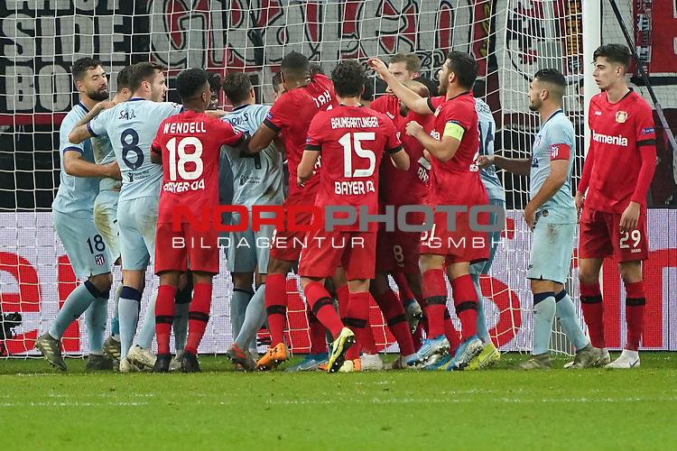 06.11.2019, BayArena, Leverkusen, Championsleague, Vorrunde, 4. Spieltag, GER, UEFA  CL, Bayer 04 Leverkusen (GER) vs. Atletiko Madrid (ESP),<br />  <br /> UEFA regulations prohibit any use of photographs as image sequences and/or quasi-video<br /> <br /> im Bild / picture shows: <br /> heftige Rangelei zwischen Leverkusenern und Madriter<br /> <br /> Foto © nordphoto / Meuter<br /> <br /> <br /> <br /> Foto © nordphoto / Meuter