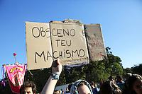PORTO ALEGRE, RS, 27.04.2014 - MARCHA DAS VADIAS PORTO ALEGRE - 4ª EDIÇÃO - Manifestantes realizam a Marcha das Vadias para protestar contra o machismo e a violência contra a mulher no Parque Farroupilha/Redenção, no bairro Farroupilha, em Porto Alegre, neste domingo, 27. (Foto: Pedro H. Tesch / Brazil Photo Press).