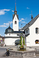 Austria, Vorarlberg, Schwarzenberg: village centre with fountain and parish church | Oesterreich, Vorarlberg, Schwarzenberg: Ortskern mit Brunnen und Pfarrkirche