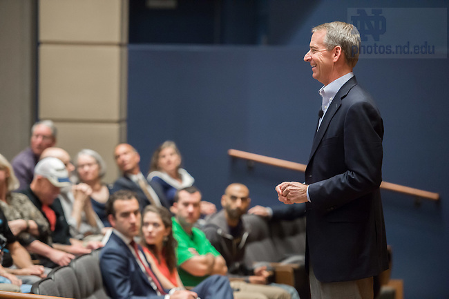 Sept. 4, 2015; Tom Horton, former Chairman and Chief Executive Officer of American Airlines, speaks in Jordan Auditorium as part of the Mendoza College of Business Boardroom Insights lecture series. (Photo by Matt Cashore/University of Notre Dame)