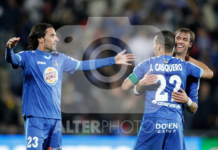 Getafe's Juan Valera celebrates with Javier Casquero and Juan Rodriguez during La Liga match. November 27, 2011. (ALTERPHOTOS/Alvaro Hernandez)
