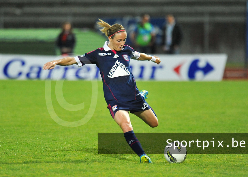 Football Club Feminin Juvisy Essonne - Olympique Lyon :.Sonia Bompastor.foto DAVID CATRY / JOKE VUYLSTEKE / Vrouwenteam.be