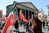 Roma, 19 Aprile 2017<br /> La CGIL in Piazza della Rotonda al Pantheon in occasione della votazione al Senato per la conversione in legge del decreto per l'abolizione dei voucher e la reintroduzione della responsabilit&agrave; solidale negli appalti.