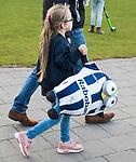 BLOEMENDAAL  - Hockey -  finale KNHB Gold Cup dames, Bloemendaal-HDM . Bloemendaal wint na shoot outs. supporter met mascotte .  COPYRIGHT KOEN SUYK