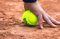 Paris, France, 30 May, 2018, Tennis, French Open, Roland Garros, Ballboy ready for action<br /> Photo: Henk Koster/tennisimages.com