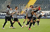 Eintracht waermt sich auf<br /> - 27.06.2020: Fussball Bundesliga, Saison 19/20, Spieltag 34, Eintracht Frankfurt vs. SC Paderborn 07, emonline, emspor, Namen v.l.n.r. <br /> <br /> Foto: Marc Schueler/Sportpics.de/Pool <br /> Nur für journalistische Zwecke. Only for editorial use. (DFL/DFB REGULATIONS PROHIBIT ANY USE OF PHOTOGRAPHS as IMAGE SEQUENCES and/or QUASI-VIDEO)