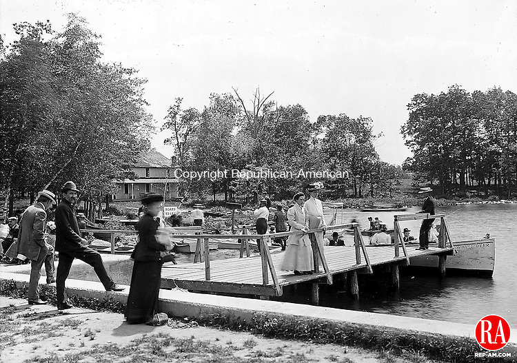 1909 - MIDDLEBURY - Ladies and gentlemen enjoying Lake Quassapaug in Middlebury. Republican-American Archives