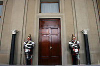 Due Corazzieri nella sala stampa del Quirinale durante le consultazioni per un novo governo.<br /> Two Cuirassiers waiting for the Political talks at the Quirinale in Rome, <br /> The Cuirassiers' Regiment are an Italian elite military unit and the honor guard of the President of the Italian Republic.