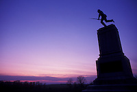 AJ4036, Gettysburg, battlefield, civil war, soldier, Gettysburg National Military Park, Pennsylvania, Silhouette of Minnesota Memorial in Gettysburg Nat'l Military Park at sunset in Gettysburg in the state of Pennsylvania.