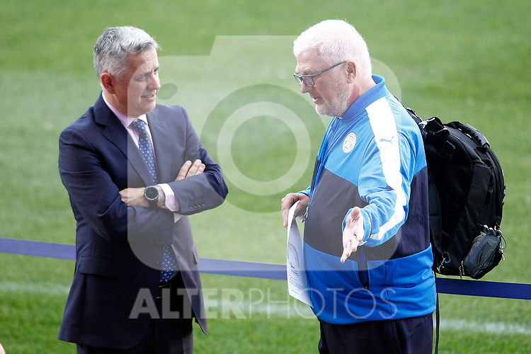 Atletico de Madrid's doctor Jose Maria Villalon (l) and Leicester City FC's doctor during training session. April 11, 2017.(ALTERPHOTOS/Acero)