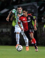 MEDELLIN- COLOMBIA - 13-02-2014: Alejandro Bernal (Izq.) del Atletico Nacional de Colombia, disputa el balón Victor Figueroa (Der.) jugador del Newell´s Old Boys de Argentina, durante partido entre Atletico Nacional y Newell´s Old Boys de la segunda fase, grupo 6, de la Copa Bridgestone Libertadores en el estadio Atanasio Girardot, de la ciudad de Medellin. / Alejandro Bernal (R) player of Atletico Nacional of Colombia, vies for the ball with Victor Figueroa(R) player of Newell´s Old Boys de Argentina, during a match between Atletico Nacional and Newell´s Old Boys for the second phase, group 4, of the Copa Bridgestone Libertadores in the Atanasio Girardot stadium in Medellin city. Photo: VizzorImage / Luis Rios / Str.