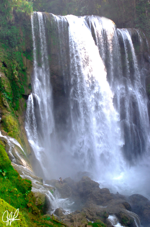 Impressive falls in a rural private park where the sweeping water kicks up a cooling mist.  There are remains of temples built by the Lencas who inhabited the shores of Lake Yojoa in pre-Columbian times.
