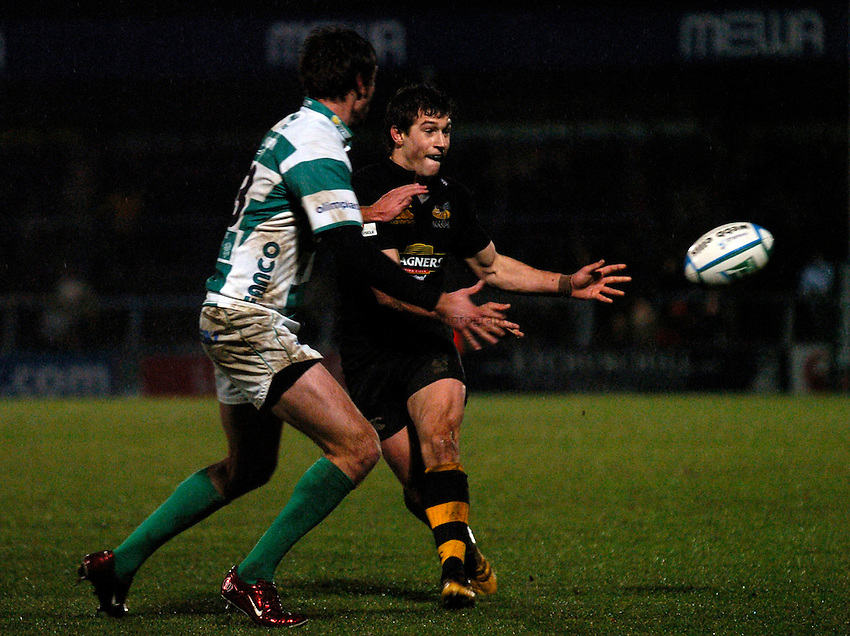 Photo: Richard Lane..London Wasps v Treviso. Heineken Cup. 10/12/2006. .Wasps' Domanic Wauldouck makes a try scoring pass.