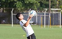 SANTOS, SP, 18.11.2015 - FUTEBOL-SANTOS - Renato do Santos durante sessão de treinamento no Centro de Treinamento Rei Pelé nesta quarta-feira, 18.  (Foto: Flavio Hopp / Brazil Photo Press)