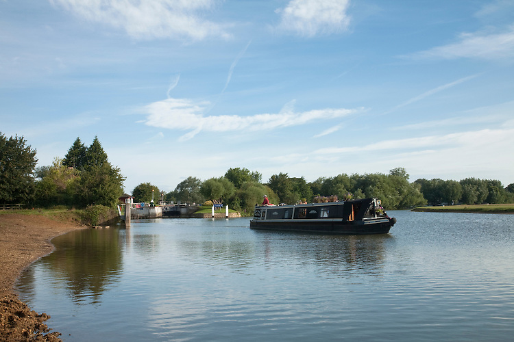 Narrowboat on the River Thames at Godstow Lock, Oxford, Uk