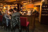 Italie, Val d'Aoste, Breuil-Cervinia: Salon de thé: Le Samovar,   // Italy, Aosta Valley, Breuil-Cervinia, Tea Lounge, Le Samovar,