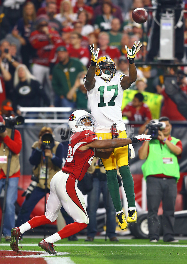 Dec 27, 2015; Glendale, AZ, USA; Green Bay Packers wide receiver Davante Adams (17) attempts to catch a pass under pressure from Arizona Cardinals cornerback Justin Bethel at University of Phoenix Stadium. The Cardinals defeated the Packers 38-8. Mandatory Credit: Mark J. Rebilas-USA TODAY Sports