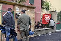 Roma, 18 Settembre 2014<br /> Via degli Ontani, Centocelle.<br /> Sfratto di una famiglia eseguto dalla forza pubblica.<br /> Picchetto antisfratto<br /> Rome September 18, 2014 <br /> Eviction of a family of immigrants, in Ontani street, in the district Centocelle, with the intervention of police in riot gear.<br /> Picket anti eviction