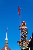 Schweiz, Zähringer Brunnen und Zytglogge-Turm auf der Kramgasse in Bern, Unesco-Weltkulturerbe
